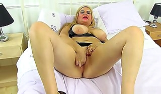 Spanish Milf Musa Libertina Stuffs Will not hear of Fullgrown Pussy