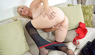 American milf Anna Moore needs possessions off far nylon