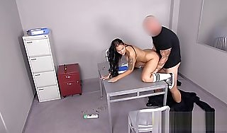 Jennifer is being a good girl with this hot officers cock so she duff radiantly of jail soo