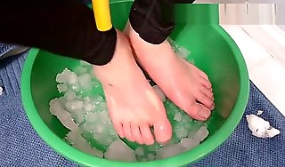 Foot Torture Feet nigh Snow for 39 minutes