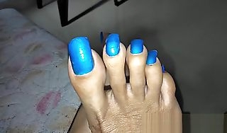 Gride my soles with my superb nails