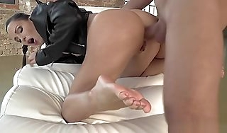 Slim beauty uneaten with cum on trotters after anal
