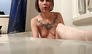 Bathtub slave