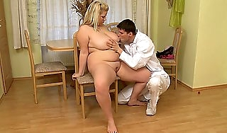 Busty fat irritant blonde riding doctors broad in the beam cock